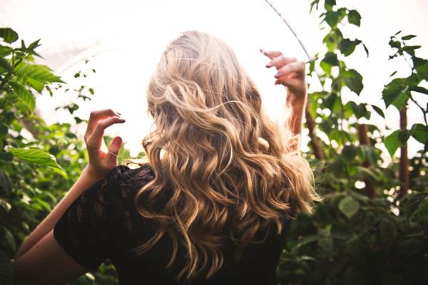 Changement de saison : prenez soin de vos cheveux