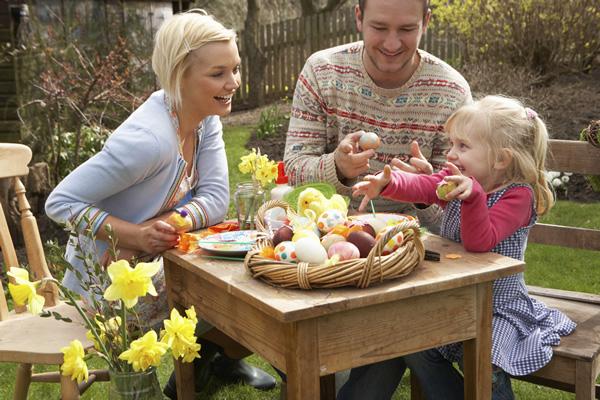 Pâques en famille dans le jardin